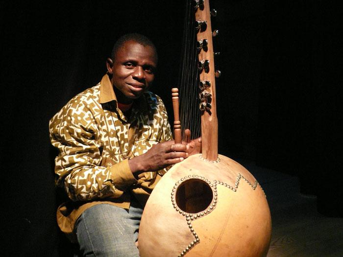 Flatié Dembélé, artiste griot du Burkina-Faso, musicien et chanteur