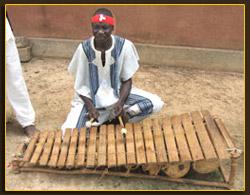 Fatoroma Dembélé, professeur de balafon