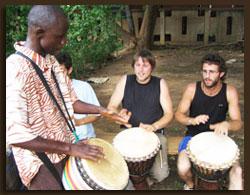 Apprentissage de la musique et de la danse traditionnelle.